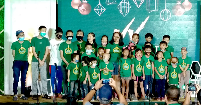 "Kids of the House of Hope Foundation sing ""Salamat"""