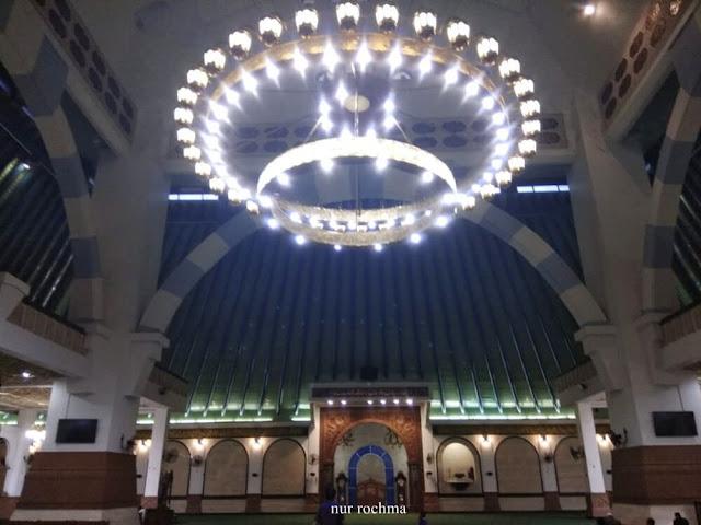 di dalam masjid agung jawa tengah