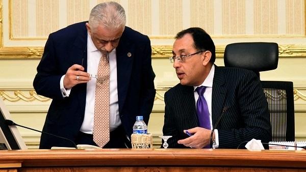 الحكومة تحسم الجدل بشأن امتحانات الفصل الدراسي الأول