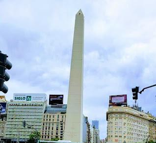 Obelisco en Buenos Aires, se juntan la gente allí por festejos y manifestaciones