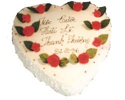 A December festive occasion cake