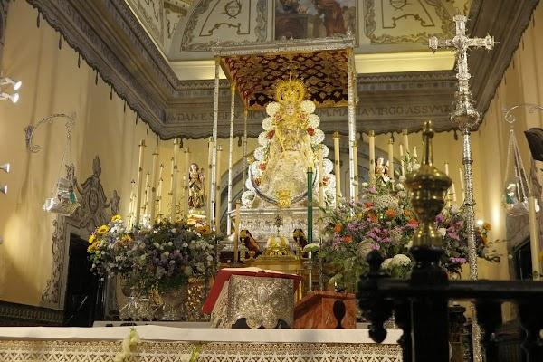 La Virgen del Rocío amaneció en su paso procesional