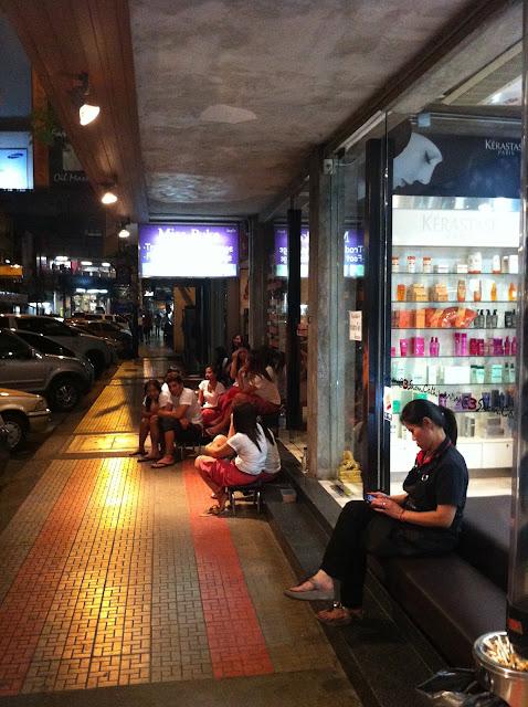 La calle está abarrotada de centro de masaje