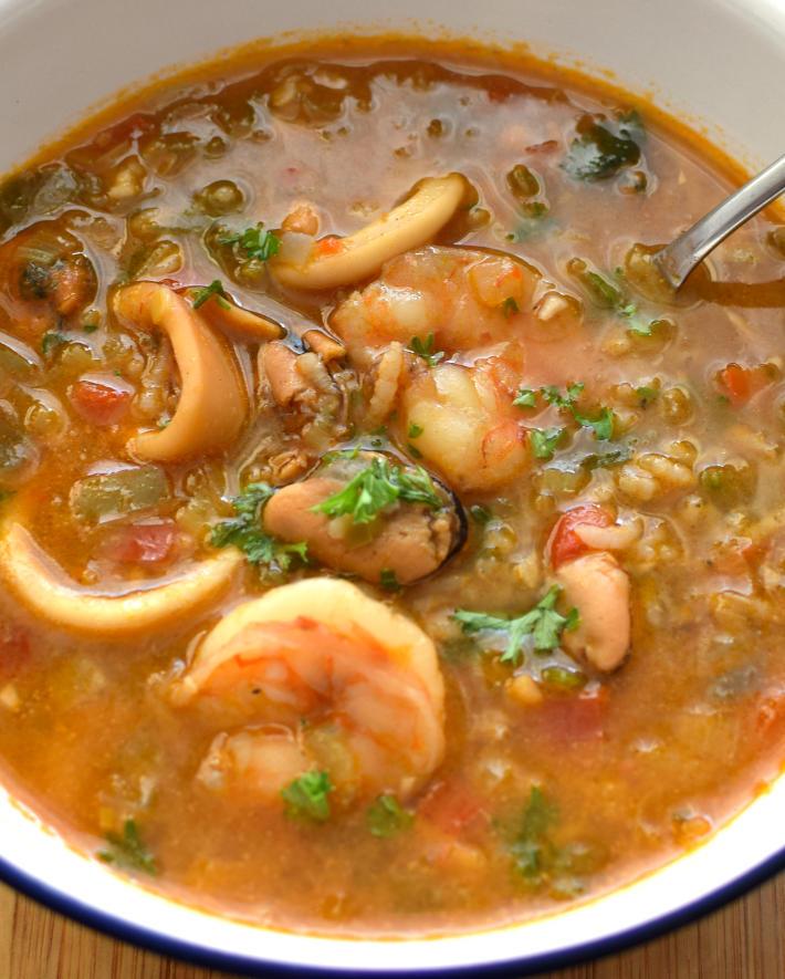 Asopado de mariscos, receta fácil se hace con mariscos varios (seafood mix) y arroz cocido