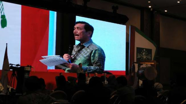 Menkopolhukam Luhut Binsar Panjaitan saat berbicara di International Summit Of The Moderat Islamic Leader (ISOMIL), Jakarta Convention Center, Jakarta, Senin (9-5-2015) malam. Photo: suara.com