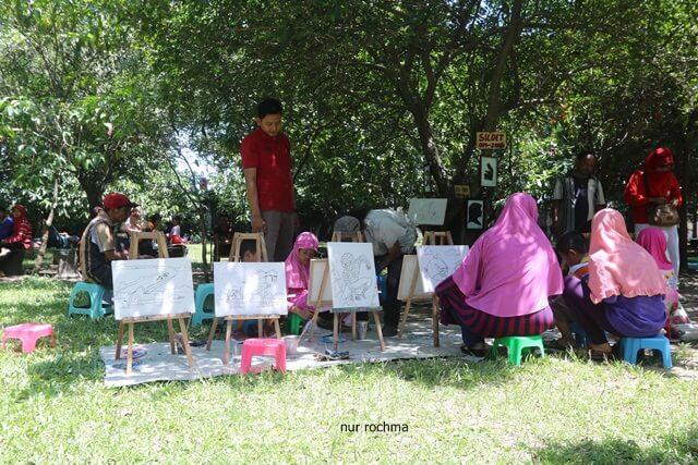 Mewarnai di Taman Balekambang