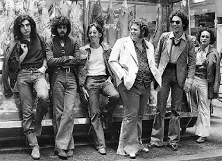 Joelho no Mercado Municipal de SP, para fotos promocionais em 1971 Gerson Tatini, Rodolfo, Conrado, Próspero, Tico e o produtor Leon Cakoff