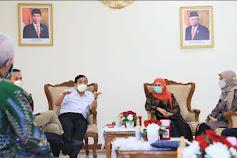 Gubernur Khofifah dan Tim Riset  Vaksin  Covid-19  Membahas Perkembangan Vaksin  Merah Putih Bersama  Menko Marves Luhut B. Pandjaitan