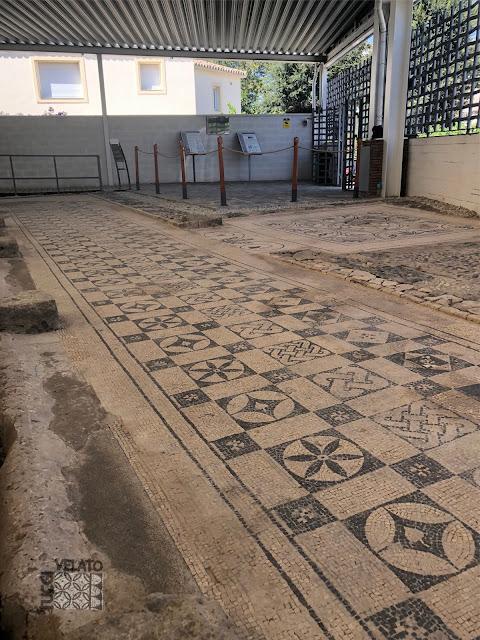 Mosaico geometrico lateral del peristilo de la villa romana de Marbella