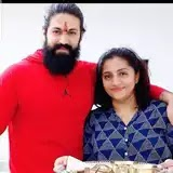 yash with her sister