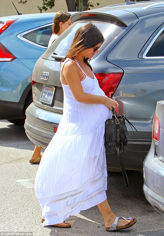 9b643ceccd1d ... Rachel Bilson in Hollywood wearing Birkenstock Gizeh Thong Sandals  which retail for  90. more pics