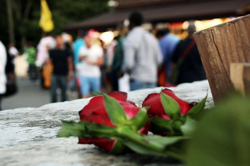 Fleurs, passants