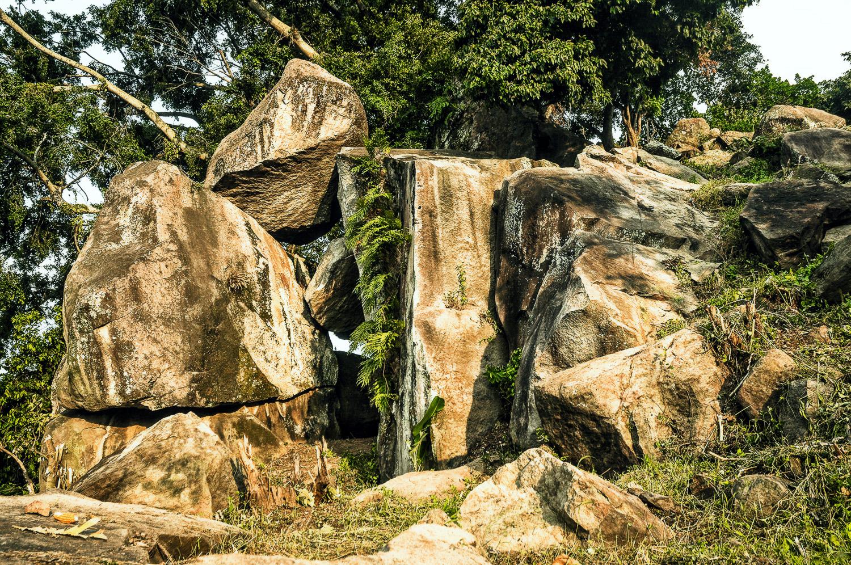 Hasil gambar untuk watu gandul bojonegoro