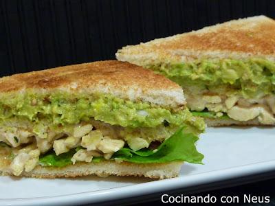 Sandwich de pollo con aguacate