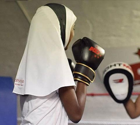 تصميم أغطية للرأس يغلب عليها الطابع الرياضي