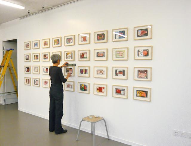 Vue de l'accrochage de la série des 36 dessins par 1011