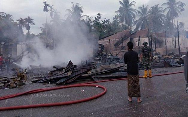 Kebakaran di Keude Paya Bakong, Belasan Ruko  Rata dengan Tanah