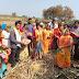 अॅड. संगिता चव्हाणकडून ऊसतोड मजूरांना ब्लँकेटचे वाटप