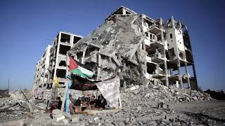 Foto de supervivientes palestinos a los bombardeos ordenados por Israel en Gaza en el 2014, extraída de nota de prensa de France24 titulala
