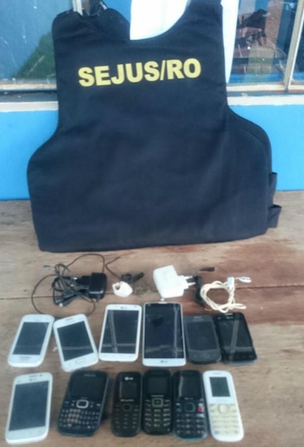 Pacote com droga, celulares e carregadores é arremessado no presídio de Cacoal