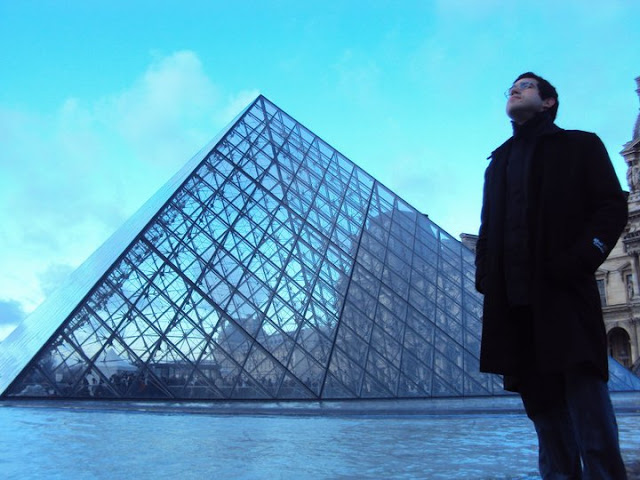 Vistando o Louvre de graça.