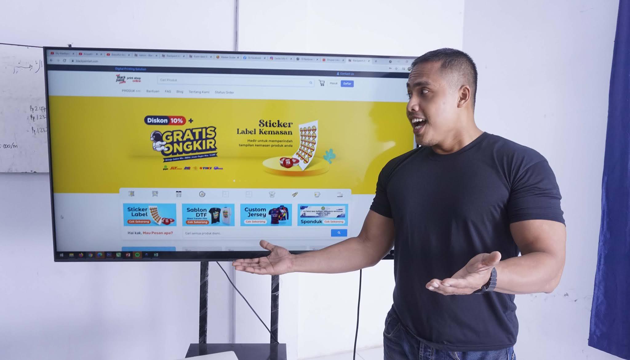 Web To Print adalah Sistem Percetakan Online yang menjembatani antara Customer dengan percetakan sebagai produsen yang menerima pesanan dan memprodusk