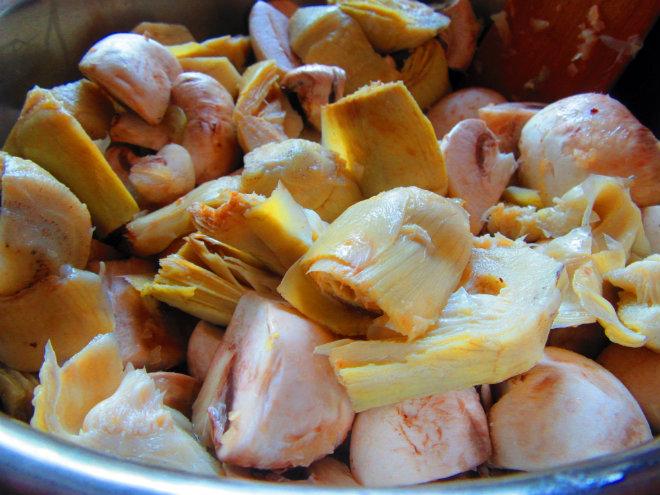 Round steak with artichoke hearts and mushrooms by Laka kuharica: add artichokes and mushrooms, stir, sauté