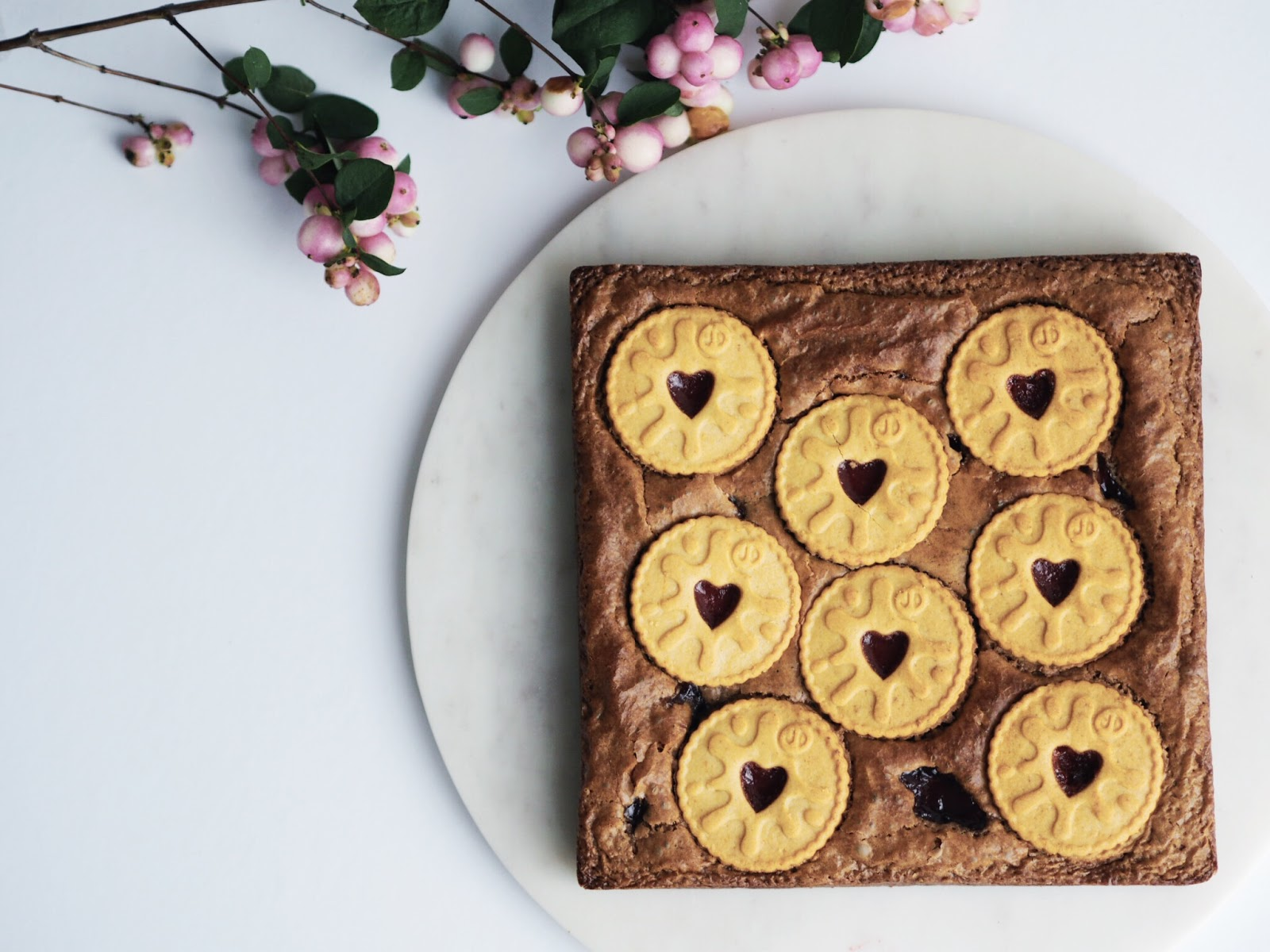Recipe | Jammie Dodger Brownies Cover Image Marble Tray Snow Berries