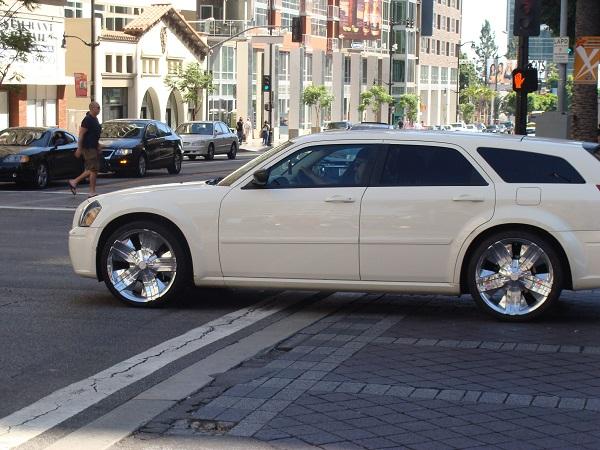 Ein edler Chrysler 300 aufgenommen in Bel Air, Los Angeles
