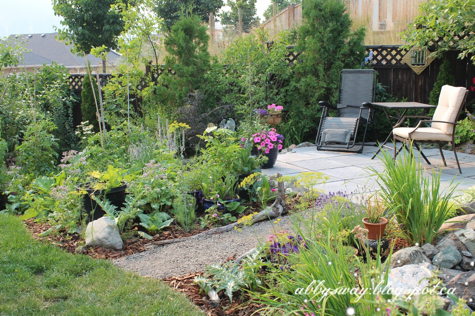 Abby 39 S Way Suburban Cottage Garden