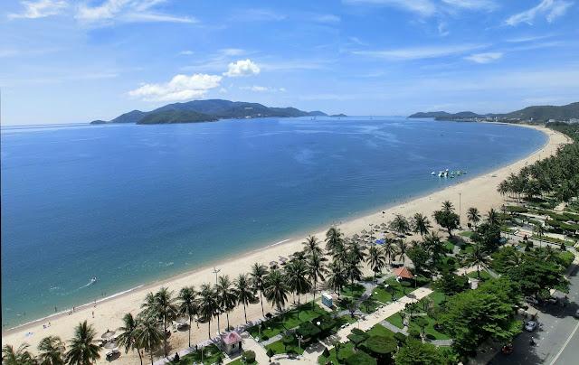 Biển xanh Nha Trang cuốn hút