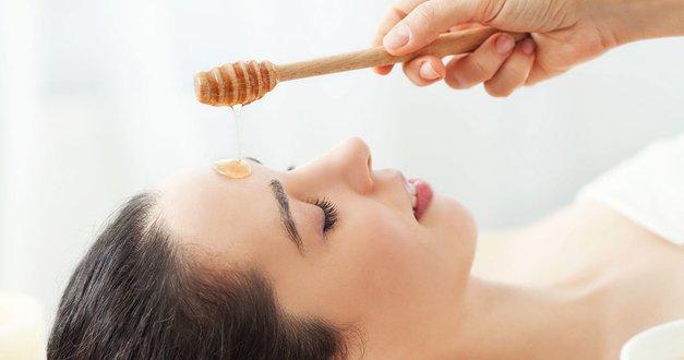 فوائد العسل الطبيعي للعناية بالبشرة