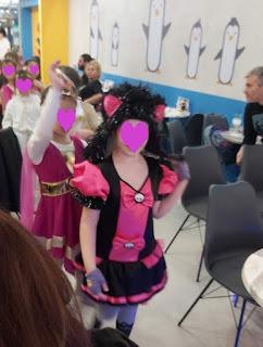 Φωτογραφίες από το πάρτι της Βαλεντίνας 2020