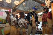 Menteri Sandiaga Uno Jadi Idola Anak di Kampung Yoboi, Distrik Sentani