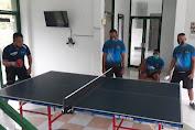 Jaga Kondisi Fisik, Personel Denzibang 1/Stg Bermain Tenis Meja bersama Atlet Popda Sekadau