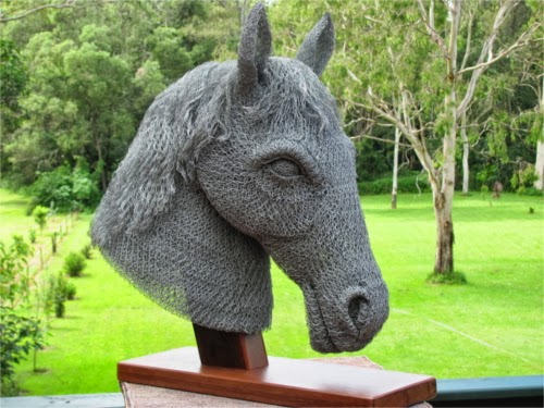 15-Horse-Chicken-Wire-Sculptures-Sculptor-Ivan-Lovatt-www-designstack-co