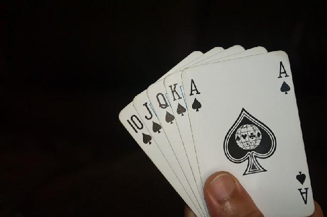 As diferenças entre Jogo de Poker físico e Mesas Virtuais