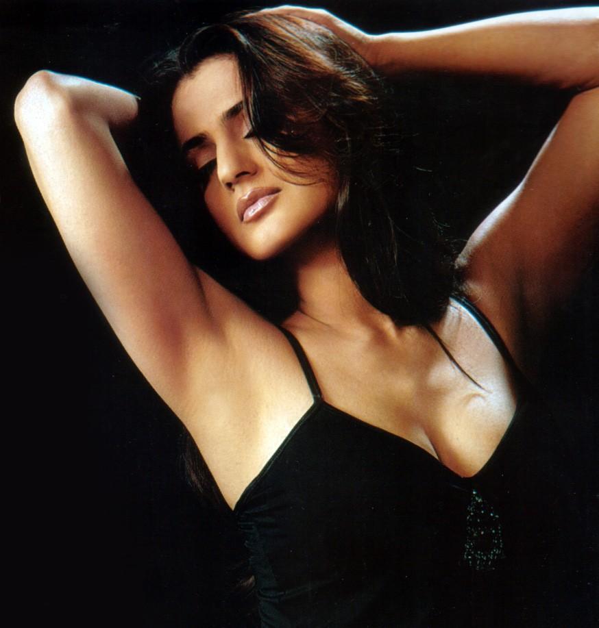 Catalina Robayo Sexy Amisha Patel Sexy And Bikini Unseen