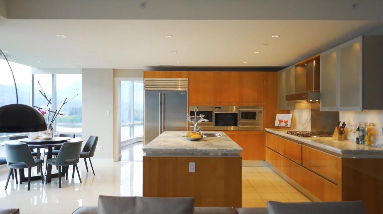 28 Photos vs. Tour 1169 W Cordova St #1401, Vancouver, BC Luxury Condo Interior Design