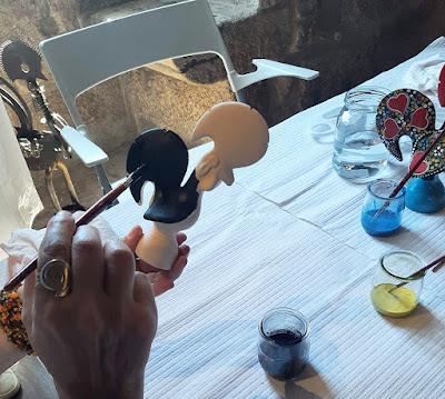 pintando um galinho de Barcelos
