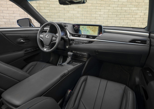 2021 Lexus ES Review