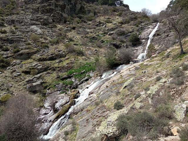 Vista completa de la Chorrera de San Mames