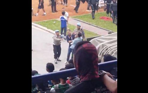 Oknum Bobotoh Persib Pukul Radovic Usai Kalah dari Persebaya #PersibDay