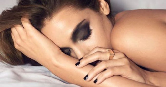 Makyajı temizlemeden uyumak göz kuruluğu yapabiliyor
