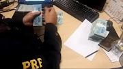 Homem é preso pela PRF na BR 343 em Parnaíba com mais de R$ 54 mil em dinheiro de origem não declarada