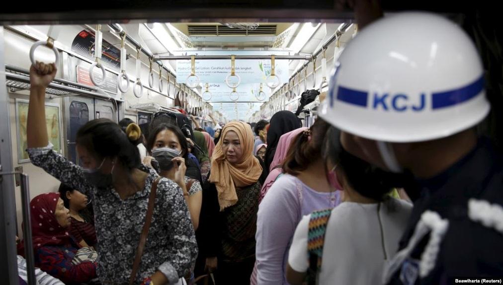 Awas Ada Pelecehan Perempuan di KRL: Intip dan Rekam Celana Dalam