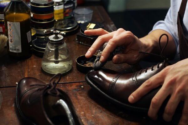 7-tips-merawat-sepatu-kulit