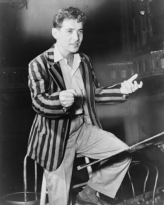 Bernstein conducting the New York City Symphony Orchestera (1945)