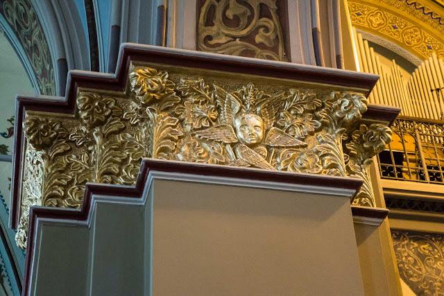 A Catedral de Curitiba - detalhes do interior - coluna