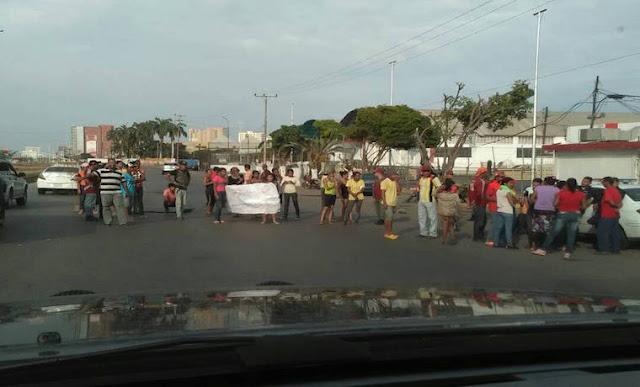 Manifestantes en Molorca #Anzoátegui tomaron las calles para exigir comida